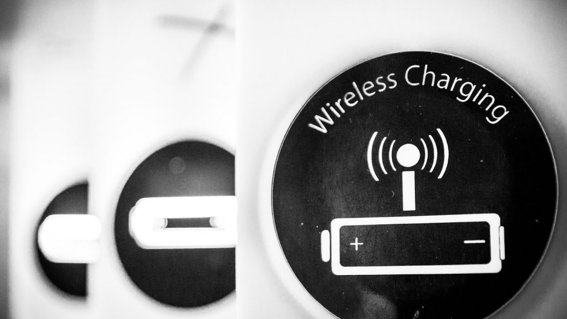 Oppo releases demo videos of new wireless charging technology, you can lift the device to charge it (but up to 10 cm),